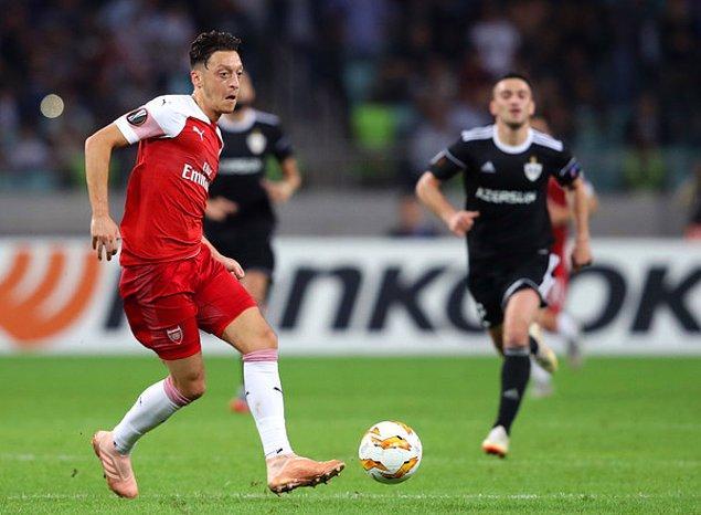 Arsenal'in Mesut Özil'in ismini gidecekler listesine yazdığı haberi, bu transfer döneminde ortalığı birbirine kattı. Yıldız oyuncusunun Türk kulüpleri ile, özellikle Fenerbahçe ile görüştüğü dedikodusu gündeme bomba gibi düştü!