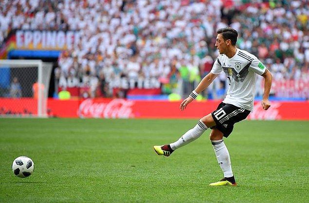 Premier Lig'te 166 maça çıkan Özil, sahada kaldığı 13.809 dakikada 32 gol ve 56 asistlik bir performans sergiledi.