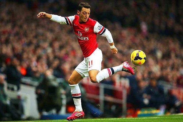 Henüz haber doğrulanmasa da, Mesut'un kiralık olarak geleceği ve maaşının bir kısmının Arsenal tarafından ödeneceği spor çevrelerince sıkça dile getiriliyor.
