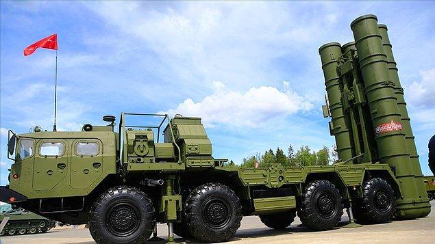 S-400 Uzun Menzilli Bölge Hava ve Füze Savunma Sistemi'nin teslimatı üç parti şeklinde yapılacak.