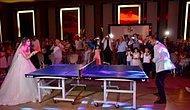Düğünlerinde Masa Tenisi Oynayan Antrenör Çift