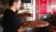 Pizzaseverleri Buraya Alalım: Menüyü 30 Dakikada Bitirene Çeyrek Altın Ödülü