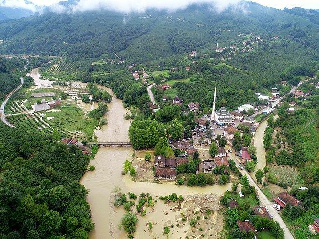 Felaketten en çok etkilenen yerler Cumayeri ve Akçakoca ilçeleri oldu.
