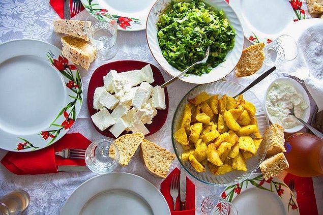 Geleneksel Okinawa diyeti, besleyici; çoğunlukla bitki bazlı yiyeceklerden oluşur.