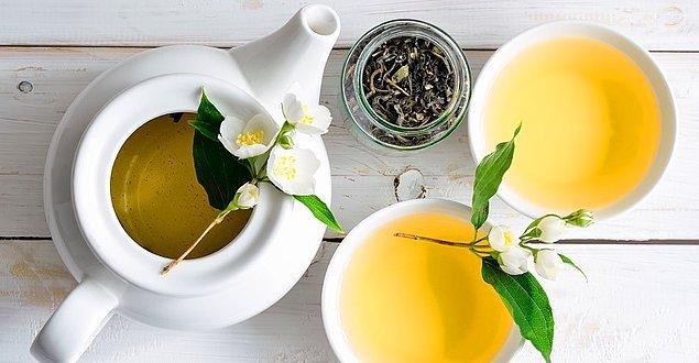 Yasemin çayı bu diyette özgürce tüketilir ve zerdeçal gibi antioksidan bakımından zengin baharat kullanımı yaygındır .