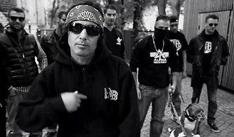 Fight Kulüp Ortalığı Sallarken Türkçe Rap'in Çılgın Abisi Killa Hakan'ı Yakından Tanıyalım!
