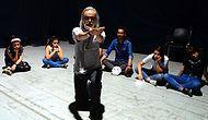 On Yıldır İl İl Gezip Gençlere Tiyatroyu Anlatıyor: 'Hayatta Olmayan Hocalarıma Vefa Borcum'