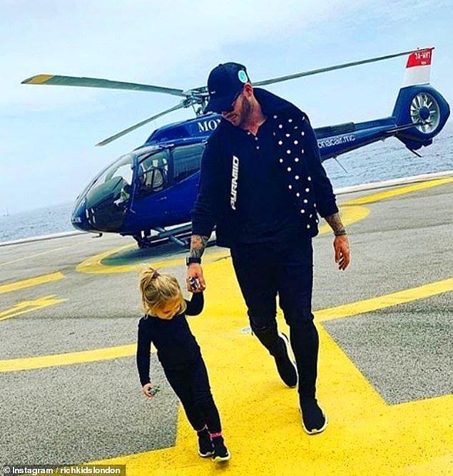 Özel helikopterleriyle Monaco'ya iniş yapan serbest fon müdürü 33 yaşındaki Lucas Doman ve 3 yaşındaki kızı.