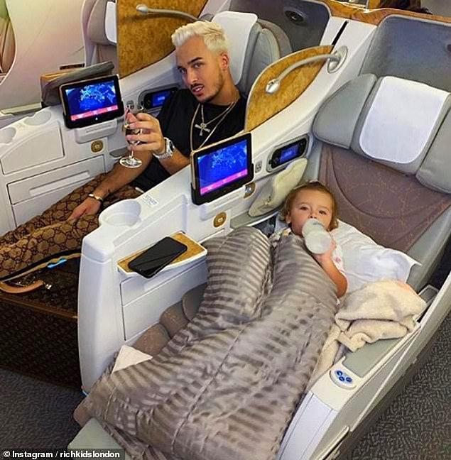 23 yaşındaki Fransız Laurent ve kızı Chelsea'nin uçuşları böyle geçiyor...