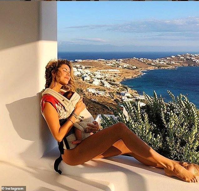Brezilyalı bir anne ve bebeği Yunan adalarında hayalimizdeki tatili yapıyor.