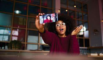 Bilgisayar Başında Büyüyen Bir Nesil: Çocuk Olma Hakkı Elinden Alınan Küçük YouTuber'lar