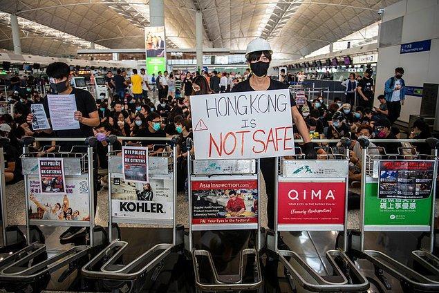 Çin, gösterileri 'terörizm' olarak niteledi