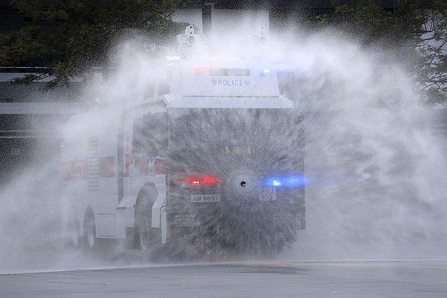 Göstericiler, Pazar günü gerçekleşen protestoyu polisin güç kullanarak bastırmasına öfkeli