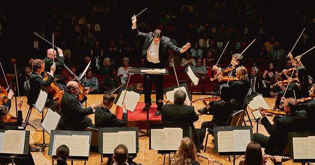 Araştırma daha az zeki kimselerin karmaşık orkestra müzikleri yerine sözlü şarkıları tercih ettiğini gösterdi.