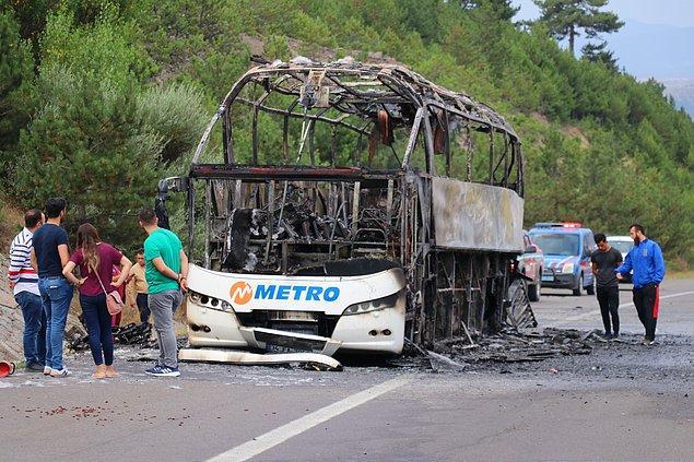 Çorum'dan İstanbul'a giden Sabri Çolak yönetimindeki 34 FA 7999 plakalı, Metro Turizm'e ait yolcu otobüsünde, henüz belirlenemeyen bir nedenle yangın çıktı.