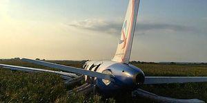 Mısır Tarlasına Acil İniş Yapmak Zorunda Kalan Uçağın Kuş Sürüsüne Çarptığı Korkutucu Anlar!