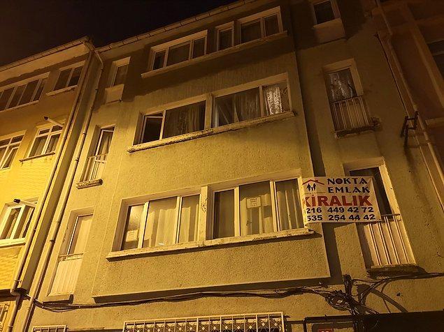 Acıbadem Mahallesi'nde bulunan 4 katlı apartmandaki dairesinde 5 yıldır yalnız yaşayan Teoman Beysan'dan uzun süredir haber alamayan komşuları, yoğun kokular yükselen evin kapısını çaldı.