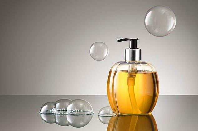 Katı kastilya sabununu kolay şekilde sıvı hale getirebilirsiniz.