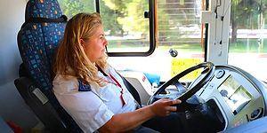 Otobüs Şoförü Filiz Karatepe, Evde Bırakamadığı Engelli İki Yavru Kediyi Her Gün Yanında Taşıyor