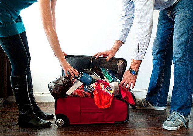 Okul başladıktan bir süre sonra uzun bir tatil yapmayı planlıyorsanız acil olmayan ihtiyaçlarınızı tatilden döndükten sonra götürün.