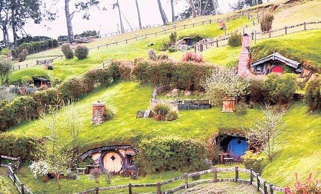 4. Meşhur Hobbit köyü ne zaman açılmıştı?