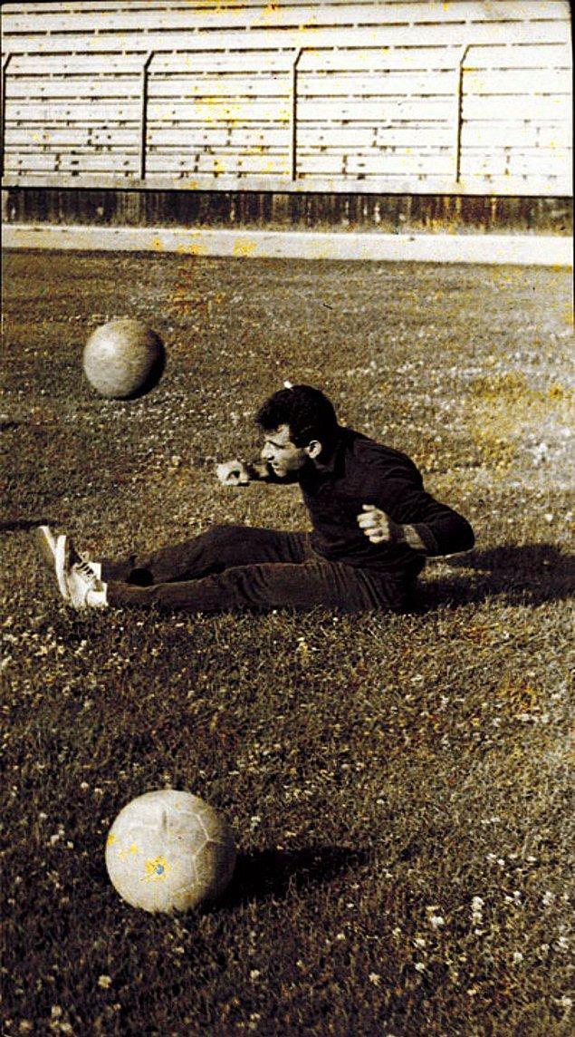 7. 1957 yıllında bir maçta 5 gol atarak dikkatleri üzerine çekmiş ve yıldızını daha da parlatmıştır.