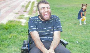 Tekerlekli Sandalyesi Kırılan Gence Yaptıkları Sürprizle Duygulandıran Güzel İnsanlar!