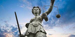 Annesine Şiddet Uyguladığı İçin Babasını Öldürmüştü: Mahkemeden Oy Birliğiyle Beraat Kararı