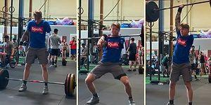 90 Kiloluk Halteri Tek Kolu ile Kaldırarak Başarıya Hiçbir Şeyin Engel Olamayacağını Kanıtlayan Adam