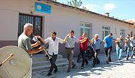 Köyde Telefonlar İnternete Girmeye Başlayınca Davul Zurna ile Kutlayan İnsanlar