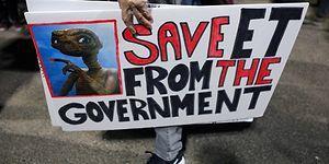 ABD'de Asparagas 'Uzaylılar' Çağrısına İnanan Yüzlerce Kişi, 51. Bölgeye Akın Etti