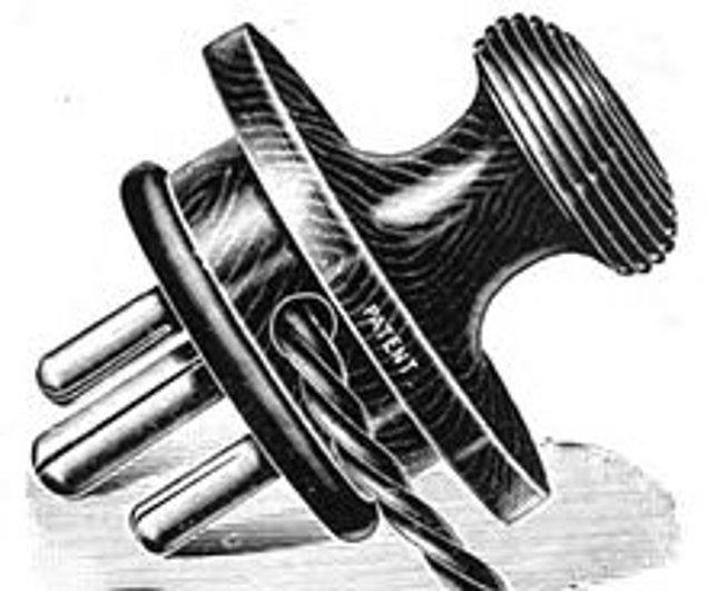 11. 1989'a kadar Britanya'da satılan elektronik aletlerin %80'inin fişi, müşteri tarafından ayrı satın alınıyordu. Elektronik aletler sadece açık bir kablo bağlanmış şekilde satılıyor, müşteri aldığı fişi kendisi monteliyordu.