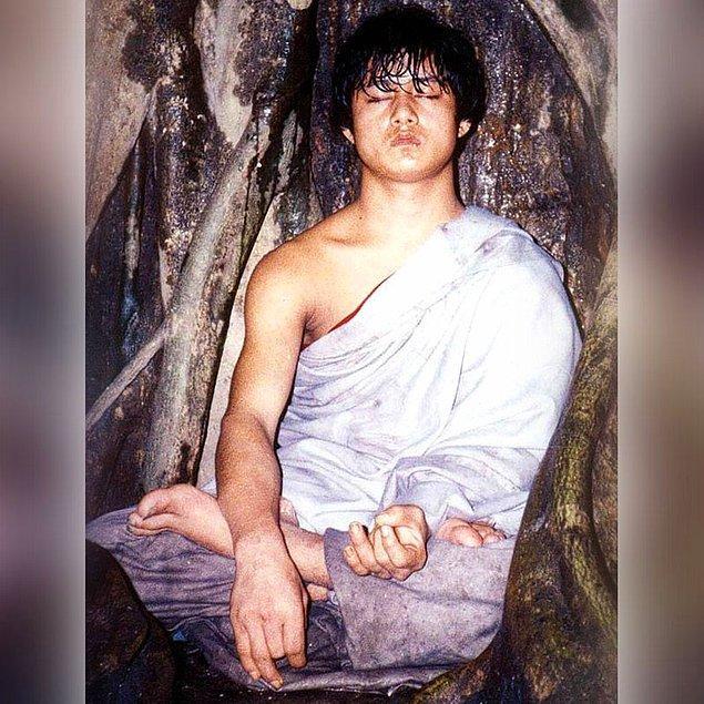 """13. Buda Çocuk'u 96 saat boyunca izleyen Discovery Channel çekim ekibi daha sonra """"Ram hem meditasyonuna devam edip hem de hayatta kalarak modern bilime karşı koymuştur"""" açıklamasında bulunmuştu."""