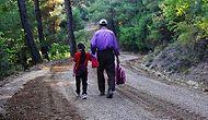 Bir Fedakârlık Hikâyesi: Kızının Okula Gidebilmesi İçin Yolu Kendi İmkânlarıyla Yaptıran Baba