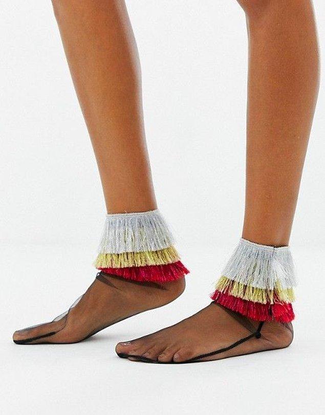 13. İnsana bu çorabı tasarlatan gücü ve fikri merak etmemek elde değil.