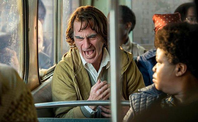 10. Çekimlerden önce Phillips, Phoenix'e Joker'in gülüşünü neredeyse acı verici olarak gözünde canlandırdığını söyledi.