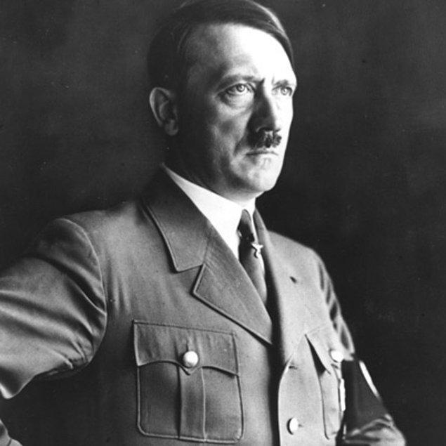 1933 - Adolf Hitler, Cenova Silahsızlanma Konferansı'na katılmayacağını ve Milletler Cemiyeti'nden ayrılacağını açıkladı.