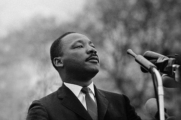 1964 - Nobel Barış Ödülü Martin Luther King'e verildi.