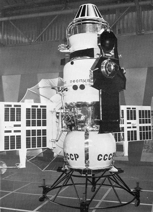 1967 - Sovyetler Birliği'nin fırlattığı Venera 4 uzay aracı Venüs gezegenine ulaştı ve Dünya dışında bir gezegenin atmosferini inceleyen ve gezegenler arası yayın yapan ilk araç oldu.