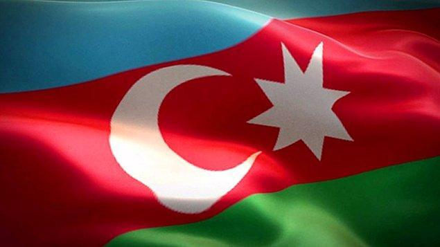 """1991 - Azerbaycan, Sovyetler Birliği'nden bağımsızlığını ilan etti. İlk defa 28 Mayıs 1918'de bağımsız olan Dünya Azerileri, bugünü """"Cumhuriyet günü"""" olarak kutluyorlar."""