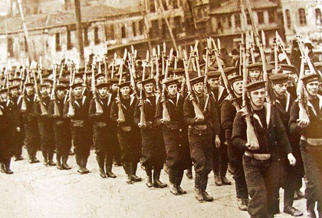 1921 - Fransızlar'ın Anadolu'dan çekilmesi. TBMM ile Fransa hükümeti arasında Ankara Anlaşması imzalandı. Fransa adına Henry Franklin-Bouillon'un sürdürdüğü görüşmeler sonrasında, Fransa işgal ettiği Anadolu topraklarından çekildi.
