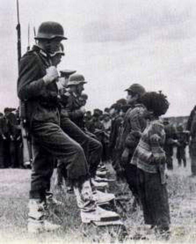 1941 - II. Dünya Savaşı: Alman işgalindeki Sırbistan'da binlerce sivil öldürüldü: Kragujevac katliamı.