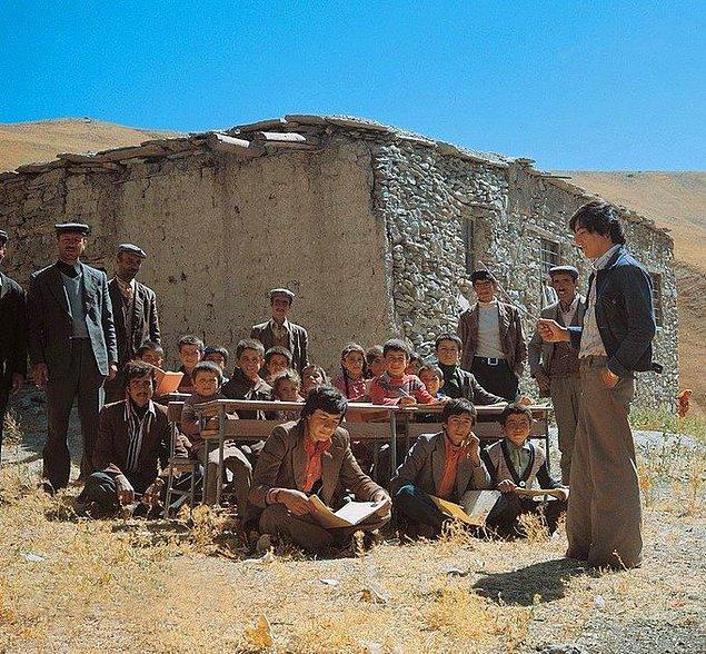 3. Bir köy ilkokulu, Hakkari, 1970.