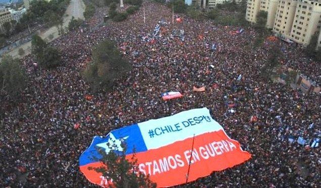 """3. """"Şili uyanıyor! Savaşta değiliz."""""""