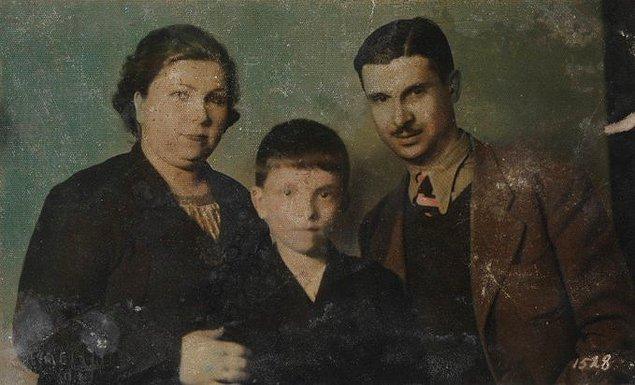 22. Sanat güneşi Zeki Müren anne ve babası ile birlikte, Bursa, 1938.
