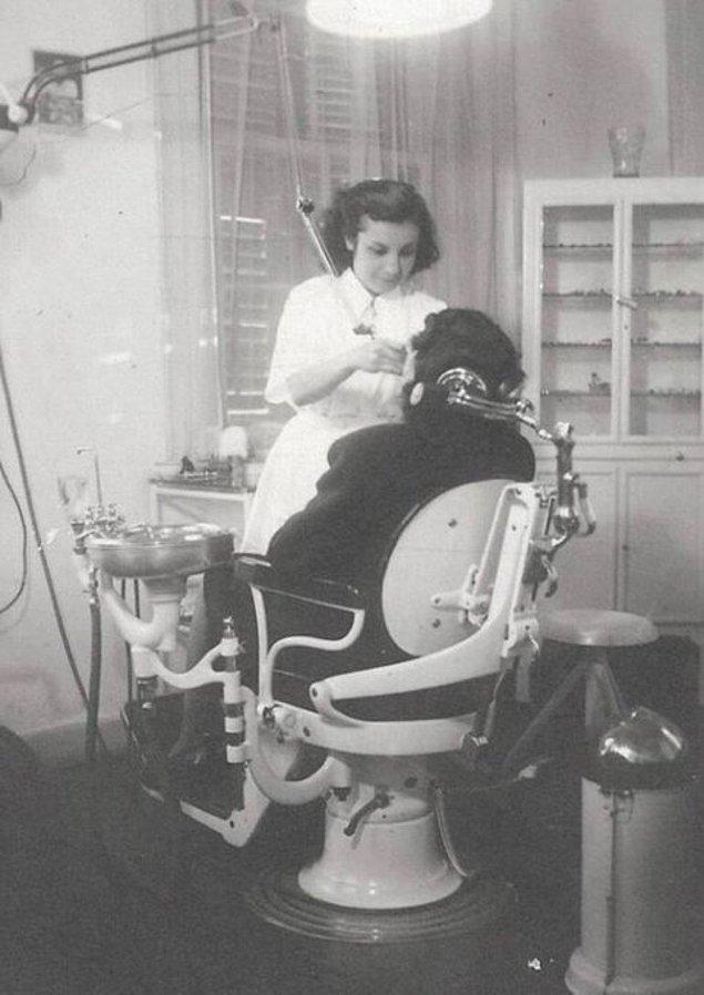 23. Türkiye'nin ilk kadın ortodontistiAyşe Mayda, İzmir, 1945.