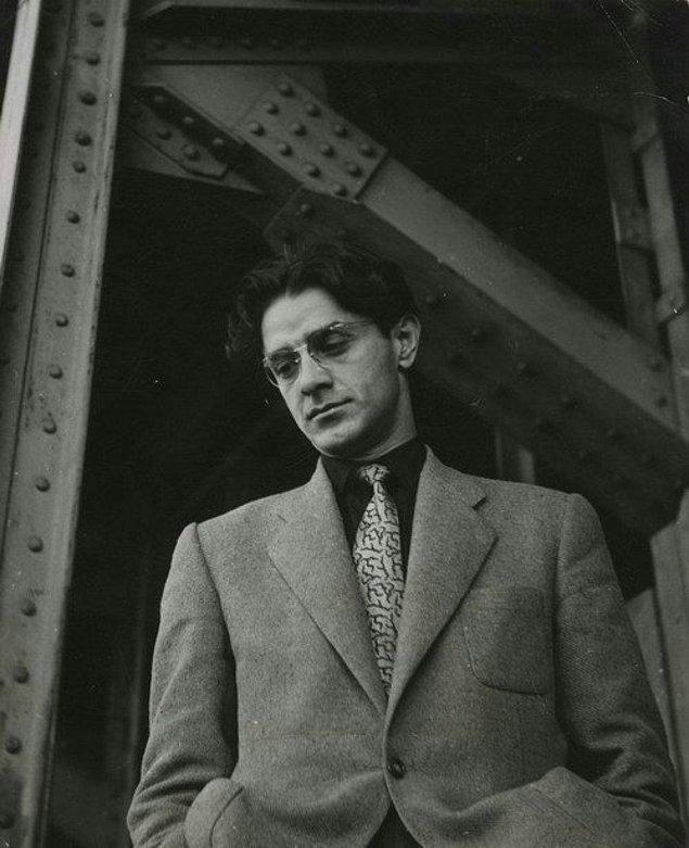25. Türk şair ve roman yazarı Attila İlhan, İstanbul, 1957.