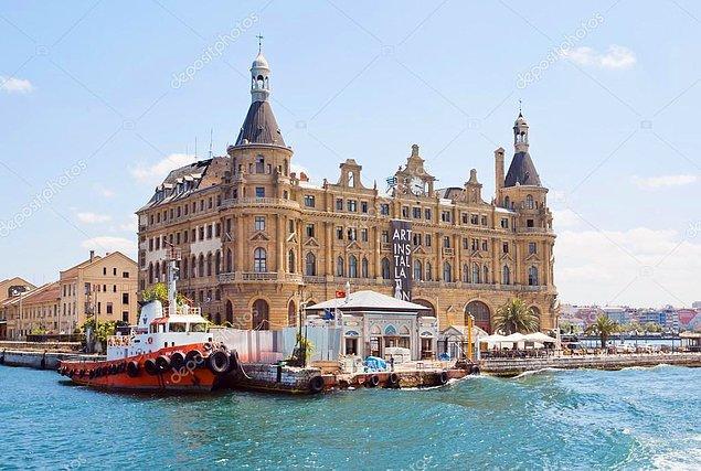 1909 - Bağdat Demiryolları kapsamında yapılan Haydarpaşa Garı törenle açıldı.