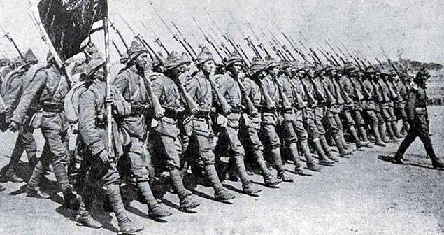 1914 - Birleşik Krallık ve Fransa, Osmanlı İmparatorluğuna savaş ilan etti.