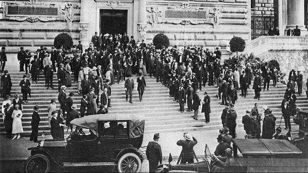 1922 - İsmet Paşa başkanlığındaki TBMM Delegasyonu, Lozan Barış Konferansına katılmak üzere, İsviçre'ye hareket etti.